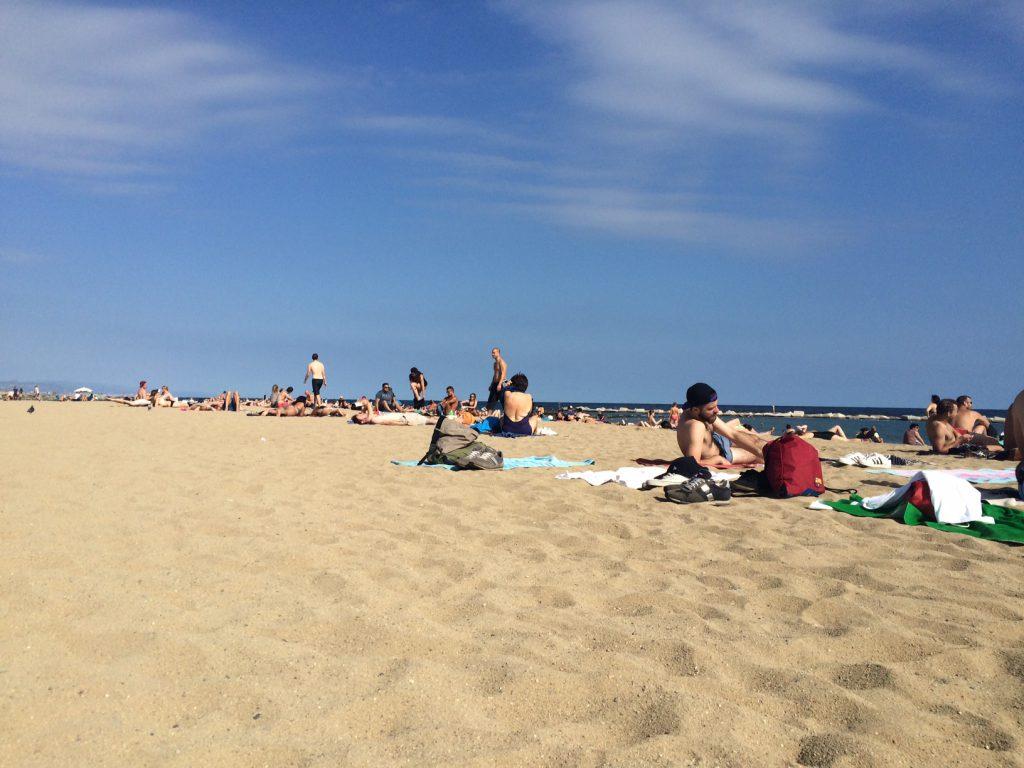MrsM Barcelona restips strand